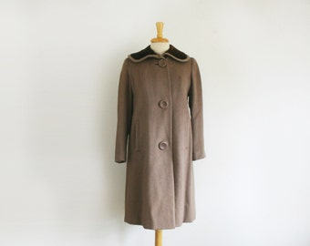 1950s taupe wool swagger coat with velvet peter pan collar , size medium
