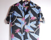 Men's Hawaiian Button Down Shirt / Short Sleeve / Medium-Large