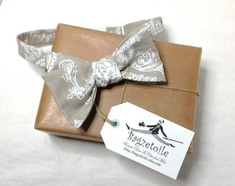 bowtie, mens, white and beige - freestyle, self tie, for men / adjustable bow tie : perfect for your summer wedding / groomsmen.