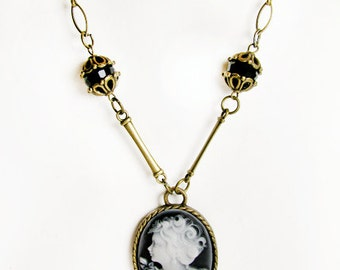 Black Cameo Necklace with Brass Tone Chain, Victorian Wedding. Bridal Necklace. Collier la Camée.