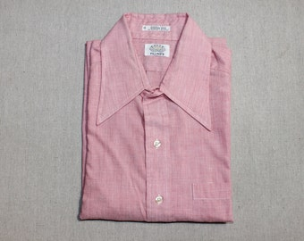vintage 1970's -Eagle 'Status Quo'- Men's short sleeve shirt. Red chambray w/ BIG collar. Large 16 1/2