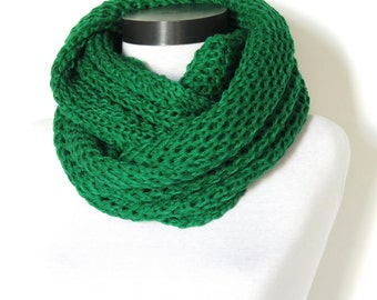 Knit scarf, infinity scarf, emerald green chunky Cowl scarf, winter accessories, unisex, circle scarf, cowl scarf, chunky scarves,