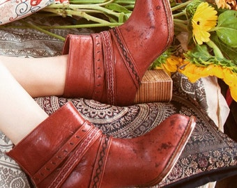 WANDERER. Cognac leather booties / boho leather boots / cognac boots / ankle boots. Sizes 35-43. Available in different leather colors.