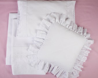 White crib sheet set with decorative white eyelet lace (4 items)