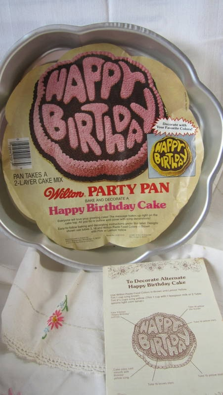 wilton happy birthday cake pan with insert and instructions. Black Bedroom Furniture Sets. Home Design Ideas