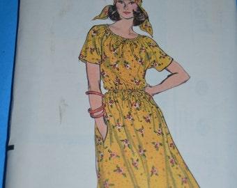 Vintage 70s Vogue 9211 Misses' Dress Sewing Pattern  - UNCUT Size 6 or Size 8 or Size 12 or Size 14 - UNCUT