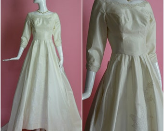 "CAHILL LTD Beverly Hills Designer 1950's 1960's Ivory Off White Floor Length with Lace Trim Wedding Gown with Train XXS 22.5"" 23"" Waist"
