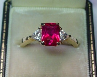 Fabulous Vintage Lady's Ruby Ring - Size 8