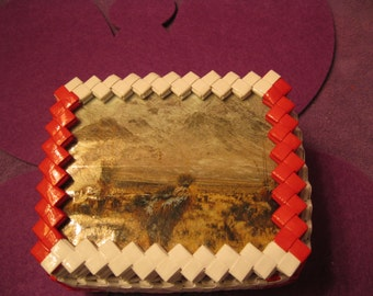 WHITE and RED TINKET Box with Desert