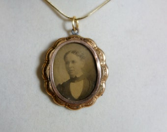 Victorian Gold Photo Locket, Antique Gold Filled Locket with old Victorian Photo