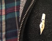 Calligraphy Golden Nib Enamel Lapel Pin