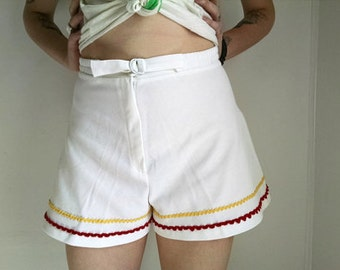 White High-Waisted Tennis Shorts With Red And Yellow Stripes - Size 5