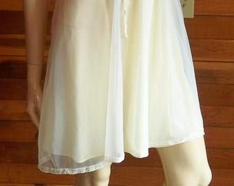 """Vintage Lingerie 1950s Yellow Chiffon Babydoll Nightgown  102"""" Sweep, Size 34"""