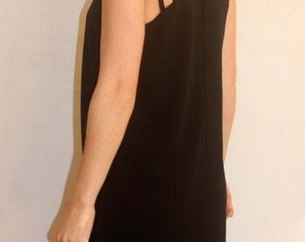 Black sleeveless spaguetti dress