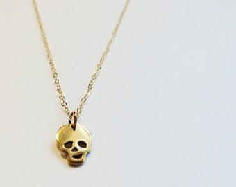 Gold petite necklace