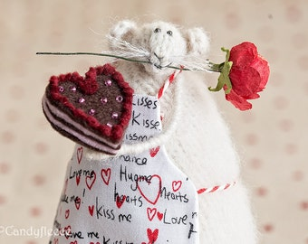 Valentine's Gift For Her Valentine's Decor Knitted Rat Mouse Art Doll Stuffed Animal Romantic Home Decoration Posable Art Figurine Woolly
