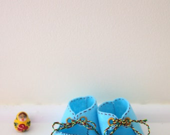 Baby shoes, felt booties, retro booties, hand embroidered.