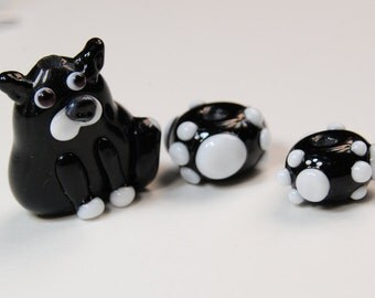 Black & white glass cat bead...with 2 small matching paw beads