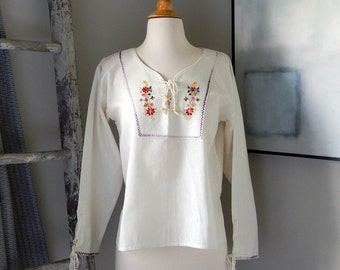 Vintage Linen Peasant Blouse / Women's Size Medium/Ivory / Off-white / Hand Embroidered / Flowers / Lace Up / Long Sleeve / Summer / Fashion
