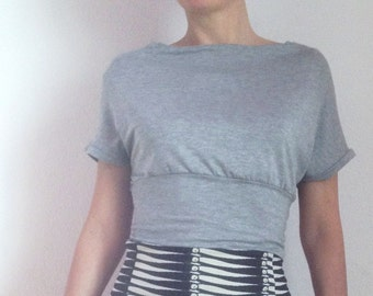 Crop Top Gray Short Sleeve with Boat Neck 80s Style - Jersey Clothing - Gray Shirt - Stretch Top - Jersey Top - Jersey Crop Top - Little Top