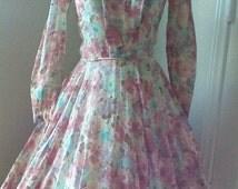 Lovely Vintage Floral Print Dress