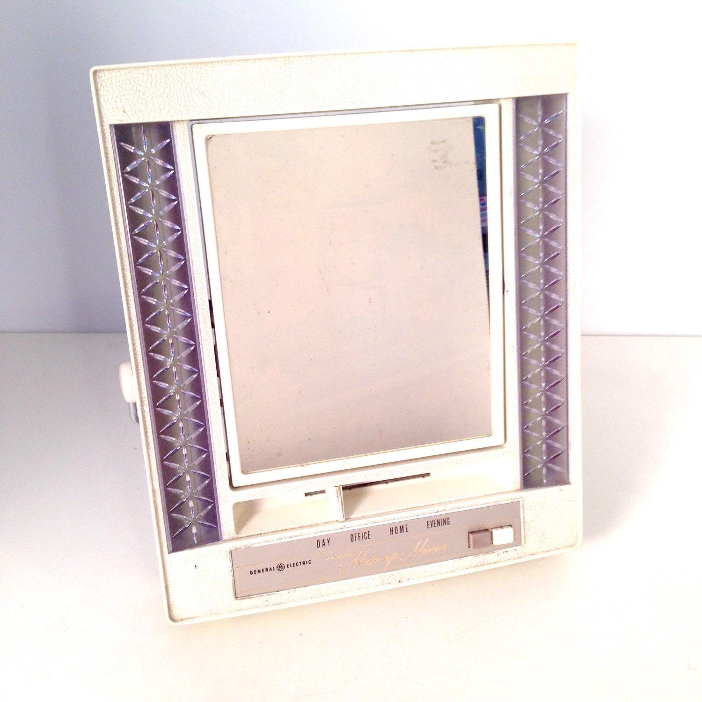Mirroir de maquillage vintage ge lumineux miroir miroir de for Miroir review