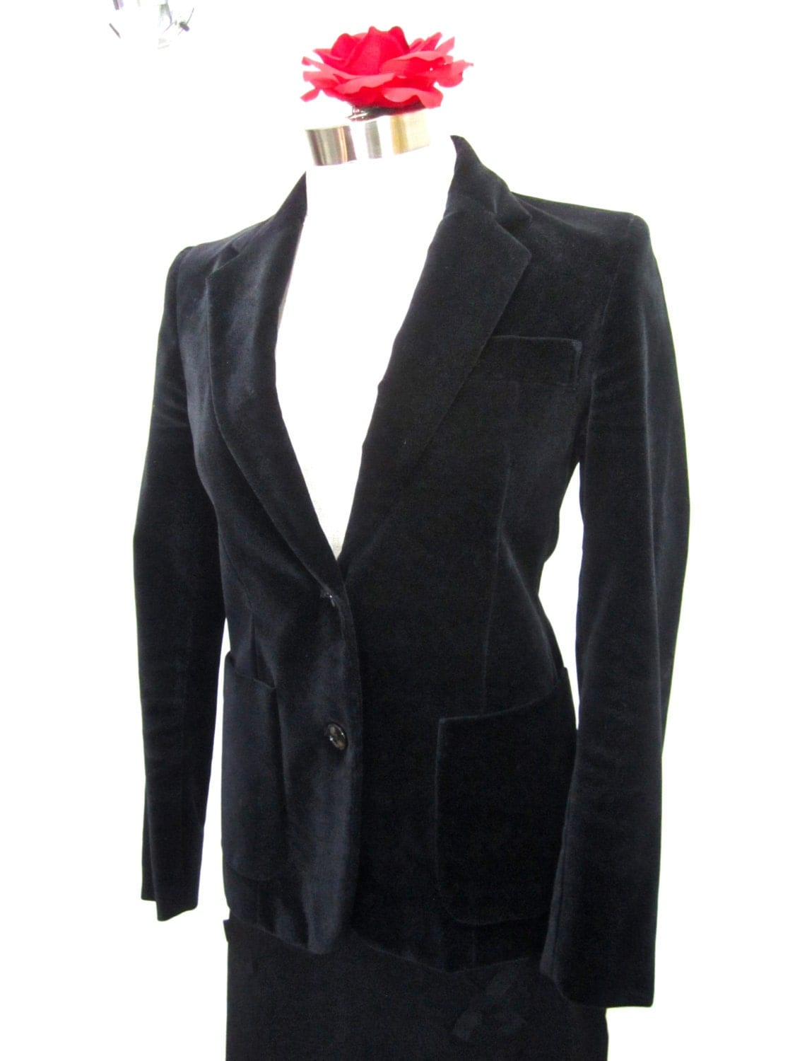 Fashioning a lovely velvet sport jacket for a casual day is one thing that can make you look attractive on a lazy day. Velvet sports jacket is something that can give .
