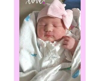 Baby Girl Hospital Hat. Pink and White Hospital Newborn Beanie, Newborn's First Bow! Newborn Hat, Baby Girl Hospital Hat, Newborn Girl Hat