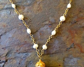 Freshwater pearls gold necklace
