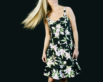 Hawaiian Print Fit-And-Flare Day Dress
