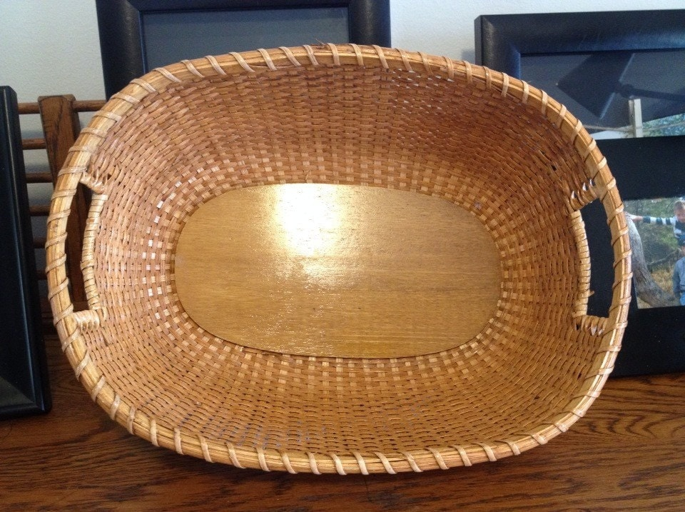 Beautiful Vintage Bread Basket