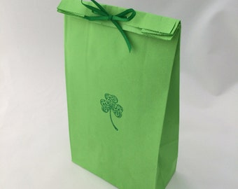 St Patricks Day Treat Bag - 10+ Green Shamrock Loot Bags, Irish Goody bags, Shamrock Favor Bag