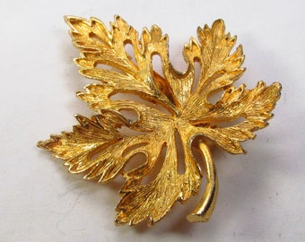 Vintage 1950's gold metal maple leaf brooch pin. Free ship to US