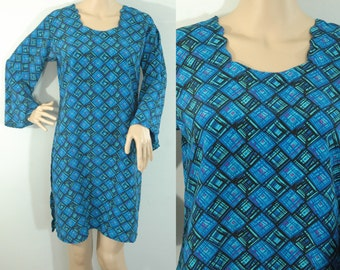 70s Sateen Layering Dress • Size Medium • Vintage 1970s Geometric Long Tunic Top  [D]
