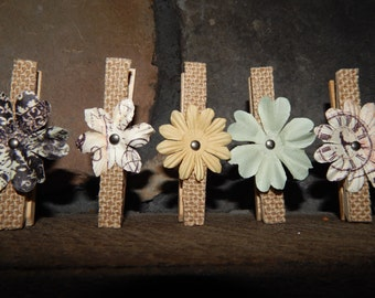 Rustic Wedding Favor - Teacher Gift - Rustic Placecard Holder - Flower Magnets set of 5