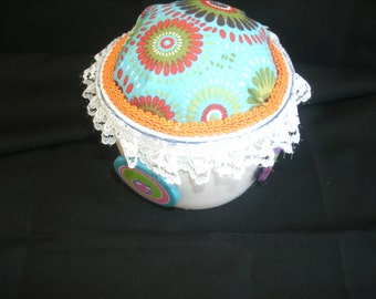 Pincushion cup with buttons and lace cotton fabric