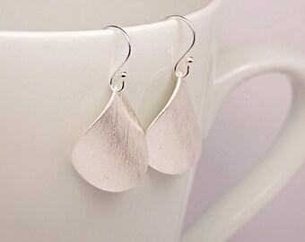 Curve silver brushed drop earrings / simple earrings / sterling silver earrings / modern jewelry
