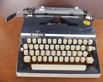 Working typewriter Adler gabriele 35 / with case / vintage manual typewriter / blue typewriter