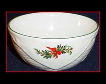 Pfaltzgraff Christmas Heritage Basketweave Fruit Bowl 1980s