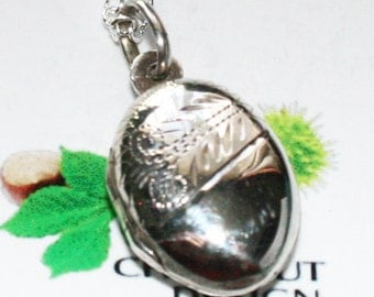 Vintage Small 925 silver locket and chain. Opens to take two photos