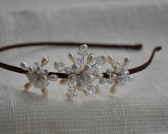 Simple and elegant pearl side tiara, bridal headpiece, bridal hair accessories, bridal hair piece, bridal hairband, wedding hair piece