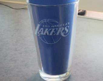 Personalized Etched Glass Pint Glass NBA, NHL, NFL. Makes a Great Gift For Any Sports Fan