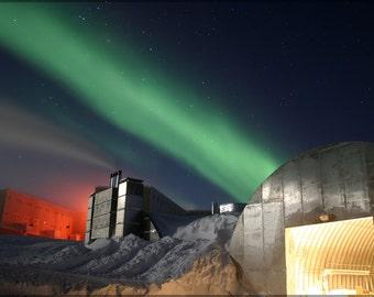 24x36 Poster; Aurora Australius Amundsen-Scott South Pole Station During The Long Antarctic Night