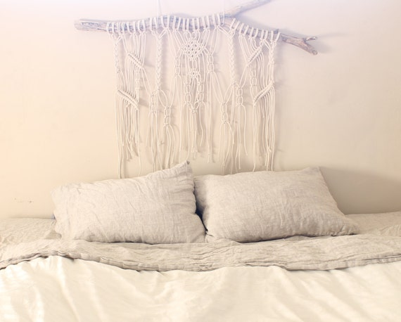 Tête de lit Macrame suspendus sur bois flotté