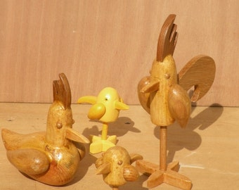 Wooden sculptures Rooster hen chicks