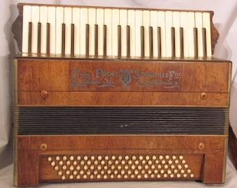 1910's Paolo Soprani piano accordion