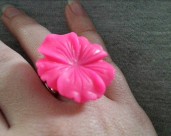 Fashion Ring Magenta Pink Hibiscus Cabochun Flower and Silver Bar Stretch Band