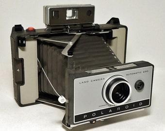 Vintage POLAROID AUTOMATIC 230 Land Camera with Cold Clip #193, Circa: 1967 - 1969, Wonderful Condition!