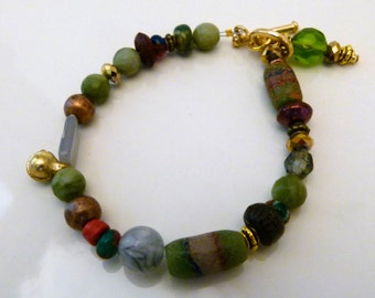 Green agate and glass bead bracelet, B0030