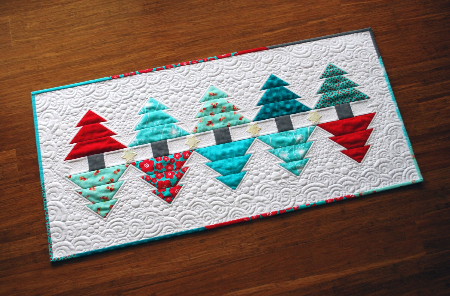 Christmas Reflections Table Runner & Mini Quilt Pattern PDF